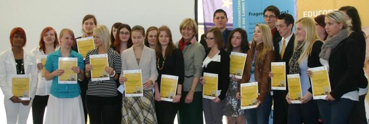 40 SchülerInnen aus dem Industrieviertel von Landesrätin Schwarz geehrt