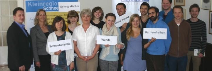 11 StudentInnen auf Praxis-Check im Schneebergland zum Thema Altern in der Region