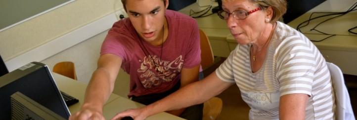 Ältere lernen von Jungen: SchülerInnen erklären Seniorinnen die Welt des Internet